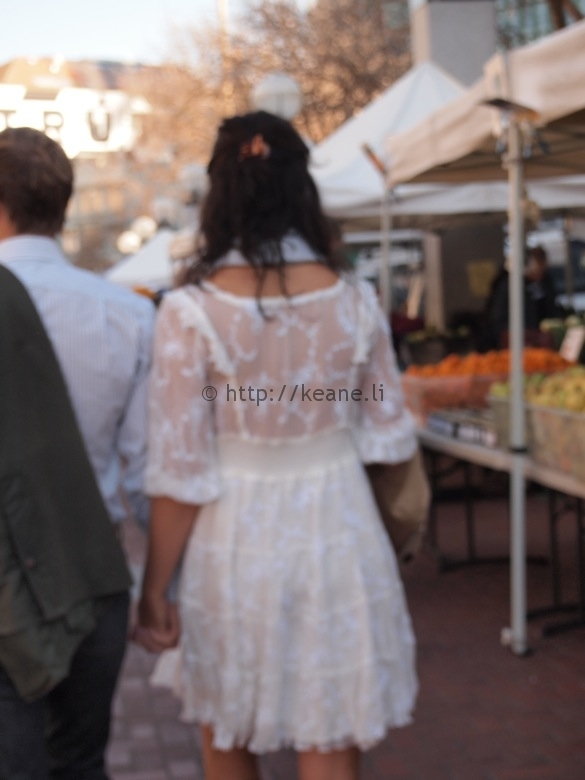 Couple holding hands at Heart of the City Farmers' Market in Civic Center SF (photo)