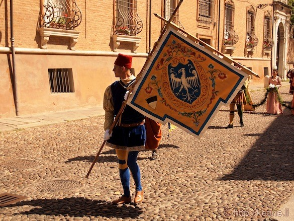 Palio di Ferrara - Parade and Flag Bearer