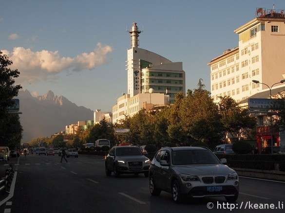 The city of Lijiang with the Jade Dragon Snow Mountain in the background