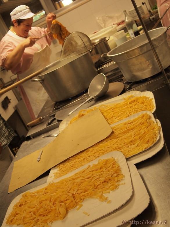 Making tagliatelle al ragù in the kitchen of Trattoria Renzi in Santarcangelo di Romagna