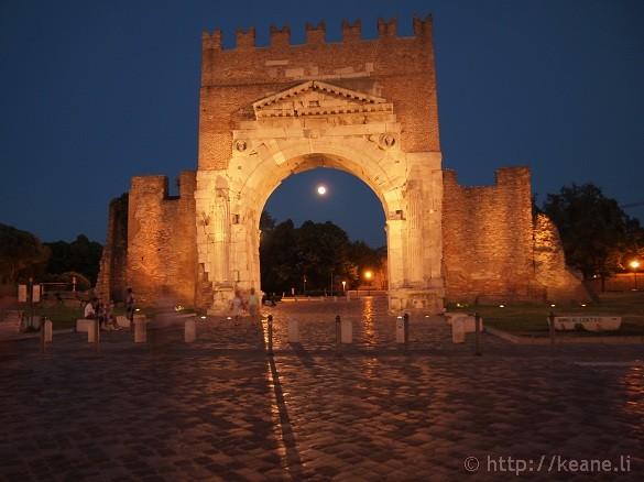 Arco d'Augusto in Rimini's Centro Storico at night