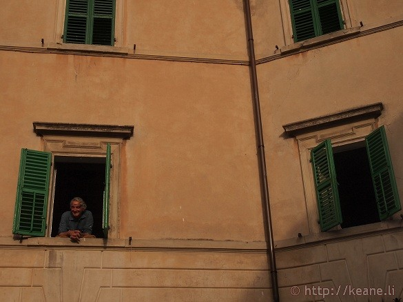 Artisti in Piazza - Pennabilli man watches from his window
