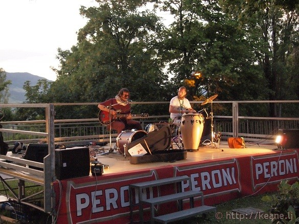 Artisti in Piazza - Duo performs on stage
