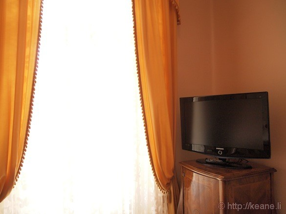Grand Hotel Rimini - Television and curtains in the rooms