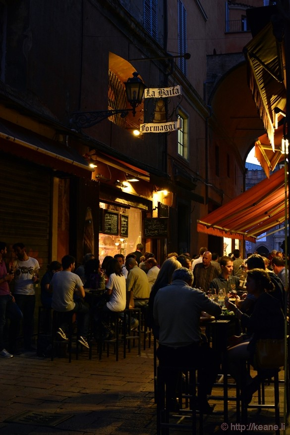 Outdoor Dining in Bologna