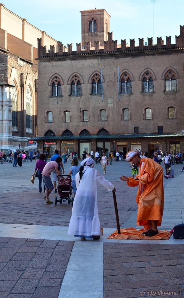 Street Performers Chat in Piazza Maggiore