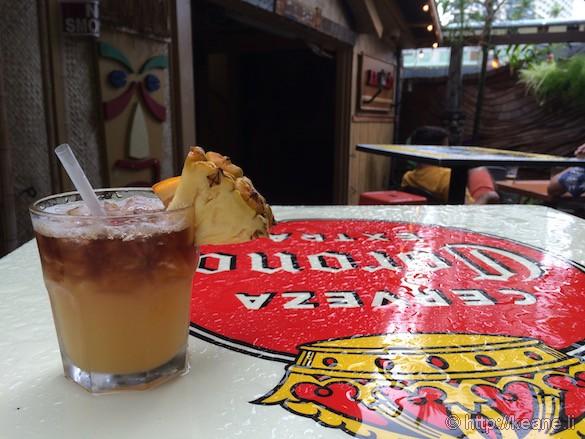 Oahu - Mai Tai at Arnold's Beach Bar in Waikiki