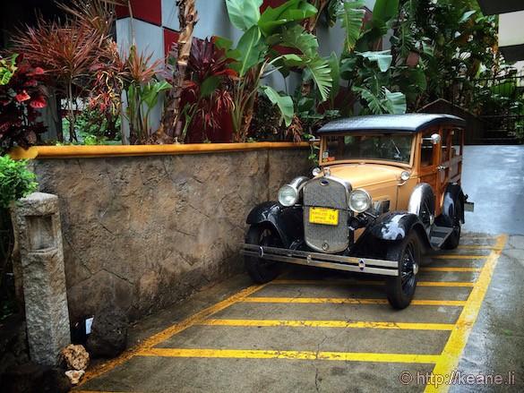 Oahu - Vintage Car in Waikiki